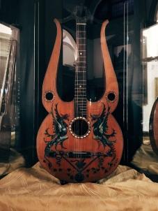 19th century guitar / lire