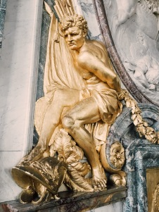golden statue outside the Hall of Mirrors