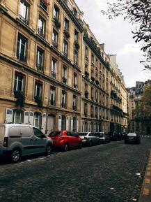 une rue typique de Paris