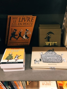 I read all of these books as a child .. it was so funny to see them here in French !